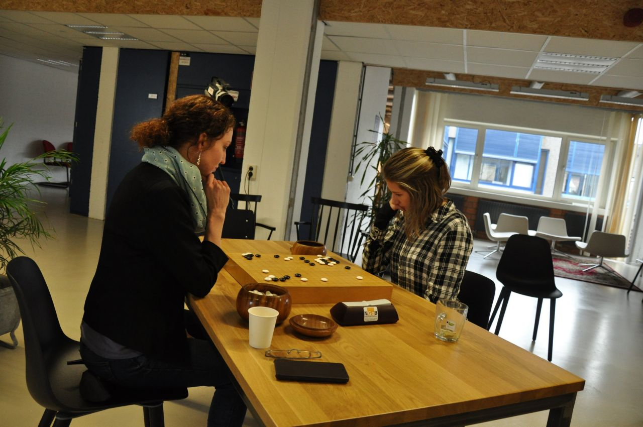Marika (left) and Justyna (right) playing the final game