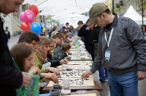 The biggest simultaneous Go game in Europe